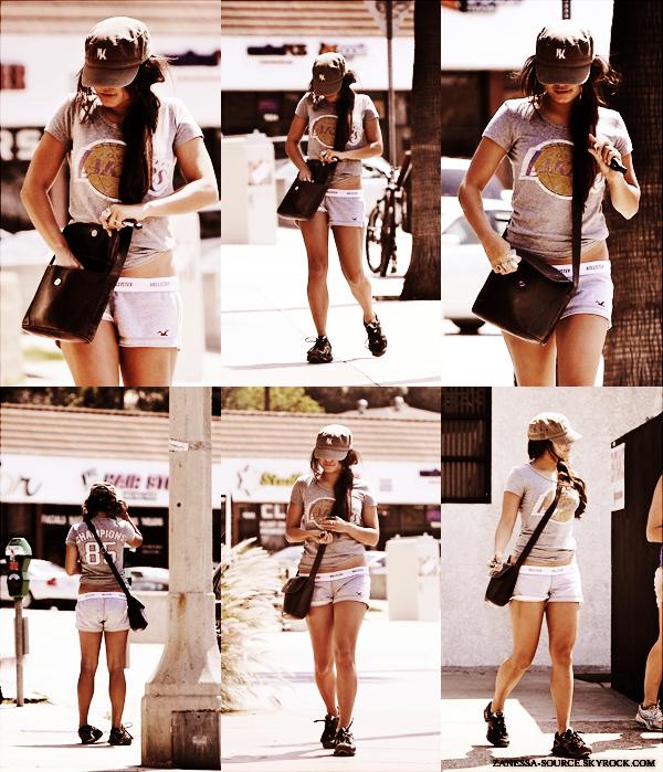 06/05/11:            Nessa allant dans un salon de beauté après avoir été préalablement été à la gym. Comme on dit après l'effort le réconfort ;).