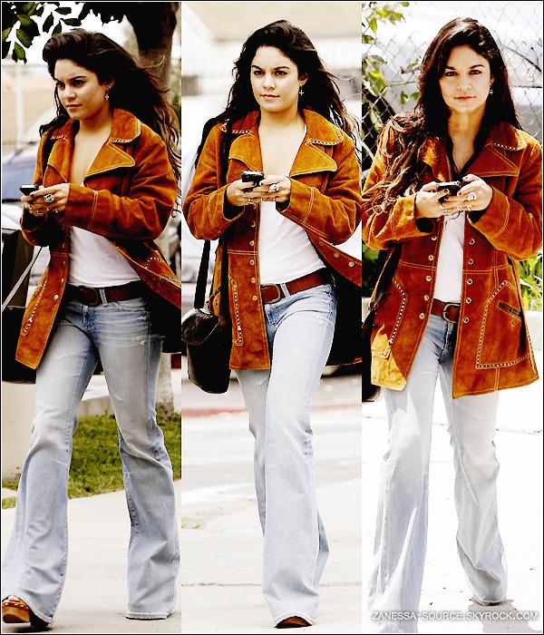 09/05/11:            Vanessa se dirigeant vers un studio pour enregistrer une vidéo pour FUNNY OR DIE à LA.