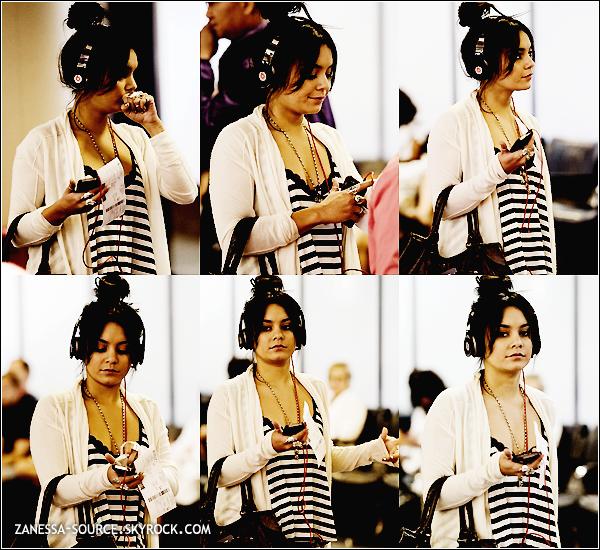21/05/11:            Après un séjour incognito à LA, Vanessa était à l'aéroport de LAX.