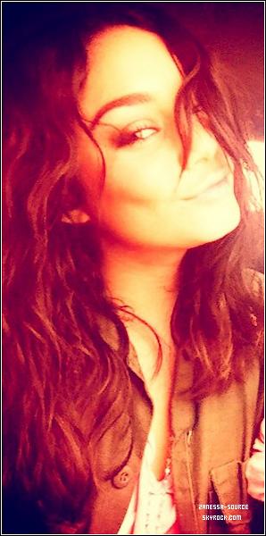 DIVERS:            Vanessa a posté une nouvelle photo de profil pour son facebook avec un message.