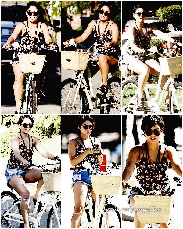 24/07/11:            Vanessa et sa sister Stella faisant du vélo dans studio city. *à noter qu'elle fait du vélo en talons*