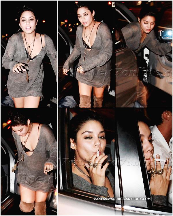 25/07/11:            Vanessa était de sortie dans Hollywood avec des amis. Si vous êtes fan, ne faites pas de ces photos une polémique cela ferait trop plaisir aux pap'z qui les ont pris ! Vanessa fume & alors? On le savait déjà.