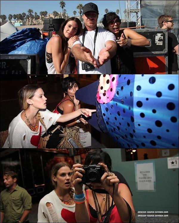 """DIVERS:            Scan du """"People magazine"""" où on peut voir une nouvelle photo de Zac sur le tournage de THE PAPERBOY datant du 11 août dernier, MAGNIFIQUE  $)"""