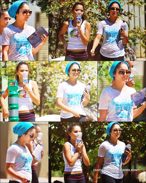 30/08/11:            Vanessa & Stella se promenant dans un parc puis allant faire du shopping dans studio city.