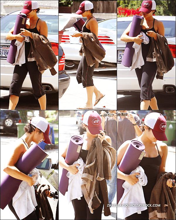 31/08/11:            Vanessa quittant son cours de yoga dans studio city.