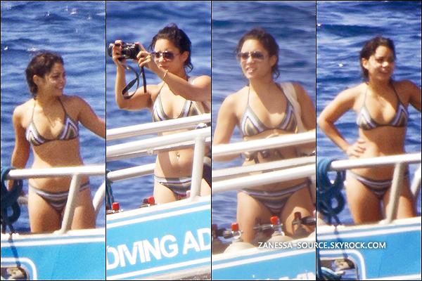 12/09/11:            Vanessa prenant des vacances à Maui, Hawaï pour un stage de yoga.