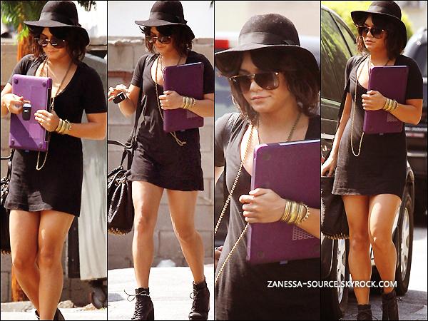 21/09/11:            Vanessa quittant une fois de plus sa leçon de yoga dans LA.