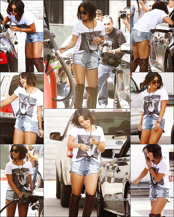 22/09/11:            Vanessa faisant le plein d'essence pour sa jolie voiture nommée Lola dans LA.
