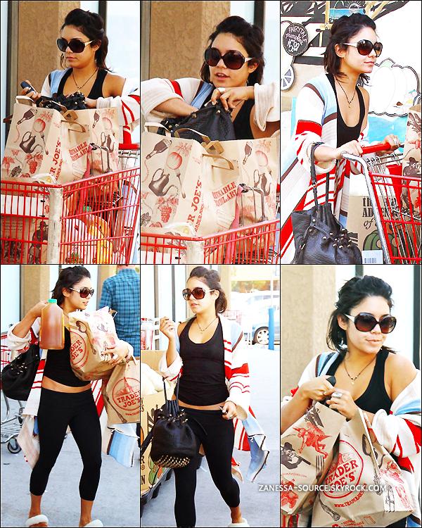 27/09/11:            Vanessa faisant son petit shopping en pantoufle au Trader's Joe à LA.