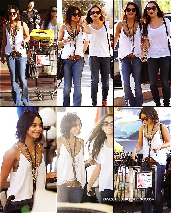 29/09/11:            Vanessa sortant du best buy avec une imprimante Epson dans LA.