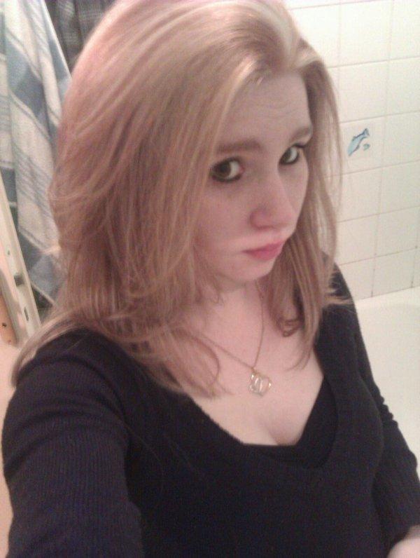Moi nouvelle coupe et mèche blonde platine