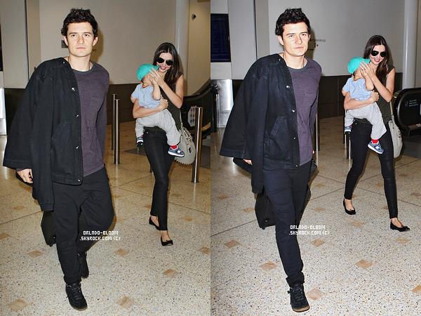 - 28/01 ▬ Orlando, Miranda et Flynn ont été aperçus à l'aéroport de Sydney. -