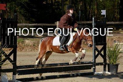 Moi en concour avec Baladine au centre équestre du saumurois (HORSE-BALL le 05/04/2010)