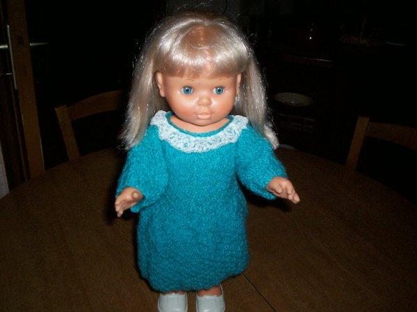 robe en laine pour poupée frileuse