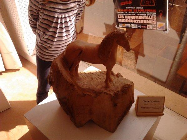 expo de statues scultées dans le bois a MIRECOURT
