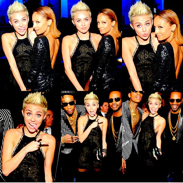 . Miley s'est rendue à un Gala des Pre-Grammy qui se déroulait à Beverly Hills, ce Samedi 9 Février.  La jeune femme portait une robe de Emilio Pucci ainsi que des chaussures Versace. C'est loin d'être un coup de coeur côté tenue mais c'est un look assez réussi pour ma part, je lui accorde donc un petit TOP ! Sachez que la cérémonie tant attendue des Grammy Awards 2013 a lieu ce soir (Dimanche 10 Février) à Los Angeles, et Miley devrait normalement y être présente..