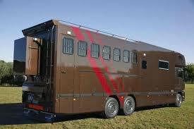 camion chevaux avec un coté appartement