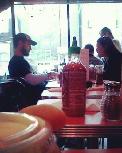 """Amy """"Lita"""" Dumas"""": Phil et Amy vu ensemble dans un restaurant. ♥"""