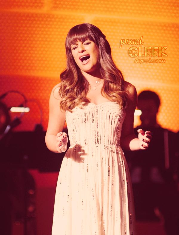 Voici les stills et les performances du 4x09 (Swan Song). :) Ainsi que la vidéo promo du 4x10 (Glee, Actually) !