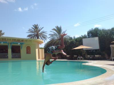 mdr moi a la piscine cette te en tunisie bogossduxv3. Black Bedroom Furniture Sets. Home Design Ideas