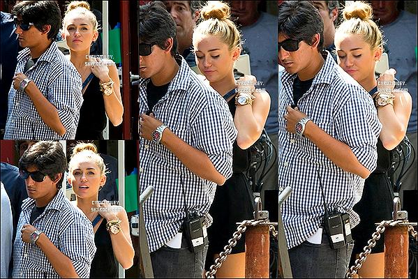 . 31 juillet : Miley Cyrus à rendue visite à Liam sur le tournage de son new film « Paranoia », Philadelphie. De plus Miley fait la couverture du célèbre magazine « Marie Claire » édition septembre, pour lequel elle a réalisée un shooting.. .