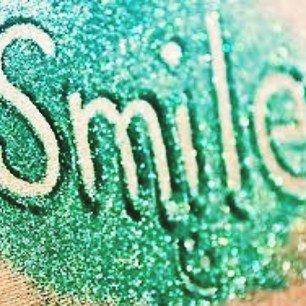 Le sourire d'une personne reflète sa joie d'être devenue la personne qu'elle veut et sa sensation d'être heureuse.