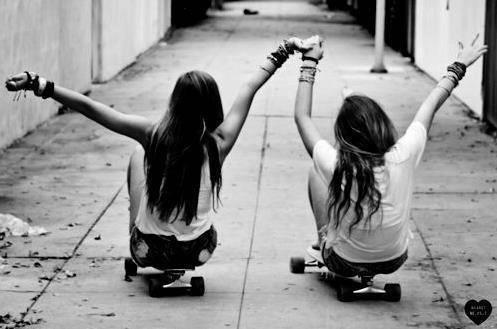 Certains pensent qu'il y a une vie après la mort, ce qui est sûr c'est que deux meilleures amies se retrouveront n'importe où et n'importe quand, peut importe si il y en a une ou pas.