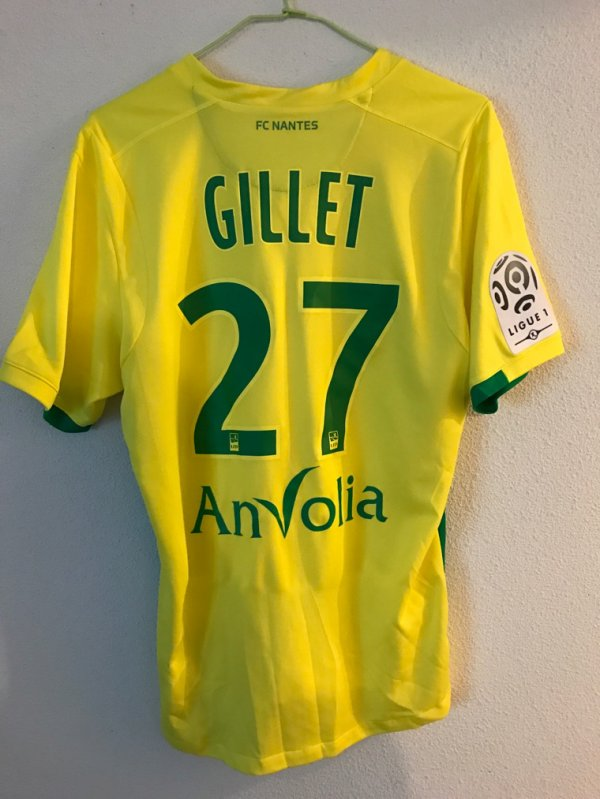 Maillot FC Nantes porté contre Montpellier par Gillet
