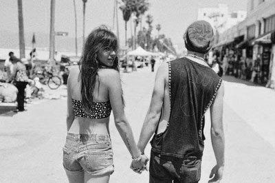 Elle sait qu'elle n'oubliera jamais rien de lui, ni la forme de ses mains, ni le goût de sa peau , ni l'intensité de son regard.