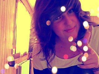 Ne pense pas qu'un jour mon coeur peut t'oubier. Il peut cesser de battre mais pas de t'aimer .