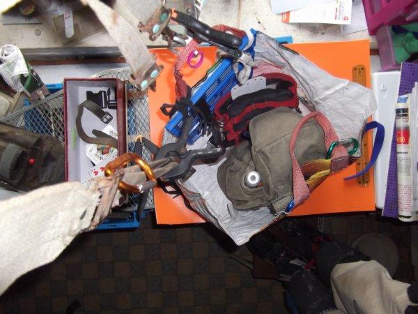 raidisseur organiseur de sac fait à partir d'une caisse pliante cassée