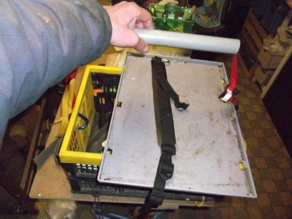 la portillette en vieux tube PVC 32 d'évacuation prend une caisse pliante en 3 points avec réglage rapide