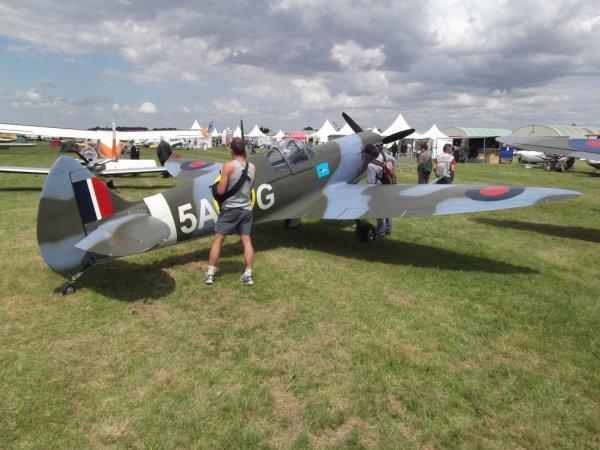 avions vu au breuil  mon ex livreur de fuel fotografie un spitfire MK2