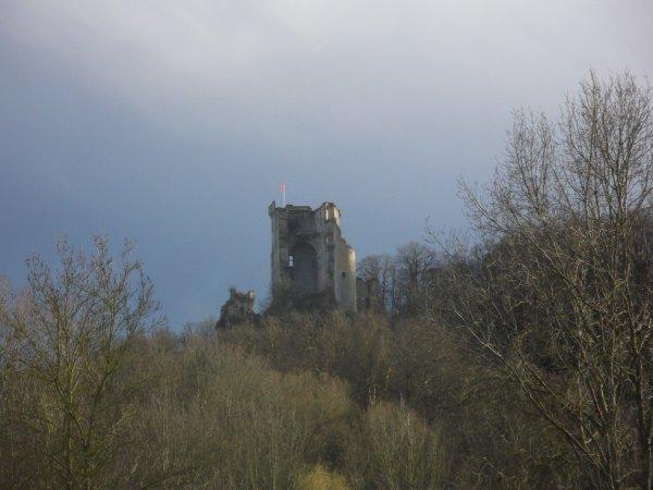le donjon de Lavardin vu depuis Montoire sur Loir