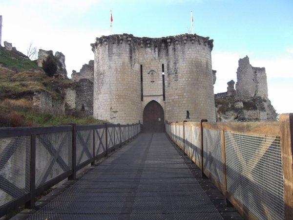 l'entrée du chateau de Lavardin