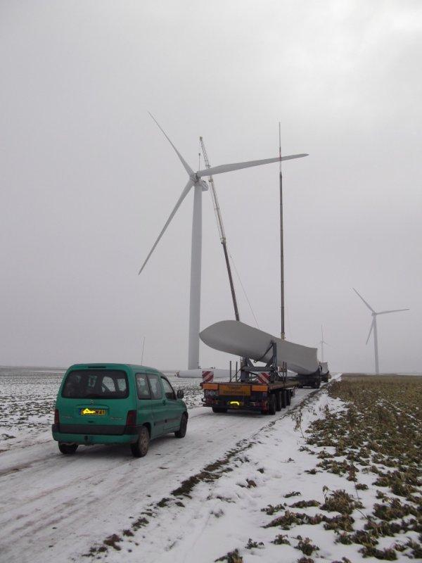 pour amis amateurs de véhicules /vu dans la beauce réparation d'éolienne