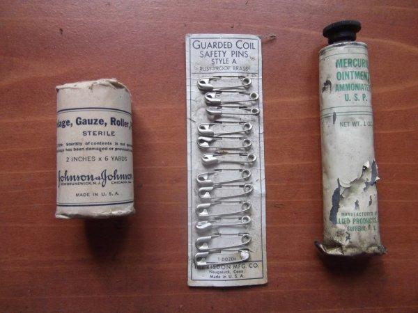 remember 6 JUIN 1944 :un lot de pharmacie US d'époque (trouvé dans une déchéterie)