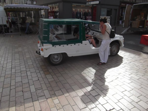 pour amis amateus de véhicules :une méhari en ville ce vendredi