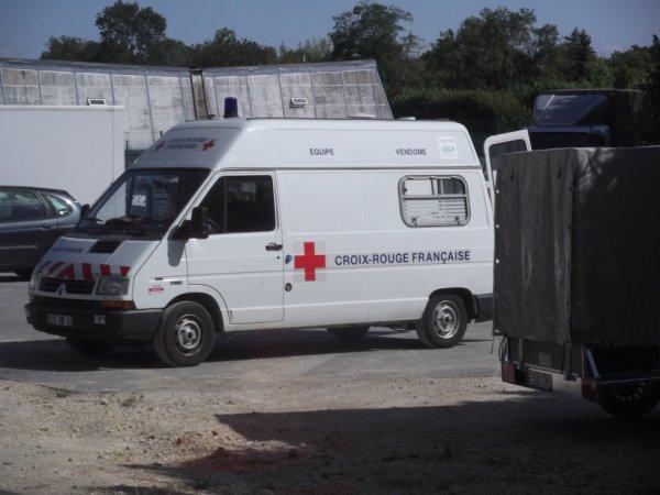 pour amis amateurs de véhicules :celui de la croix rouge