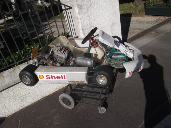 pour amis amateurs de véhicules :un kart vu en ville