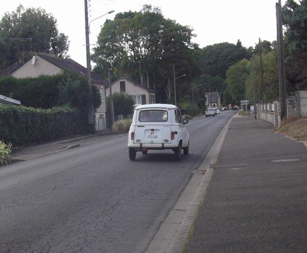 pour amis amateurs de véhicules : une R4L