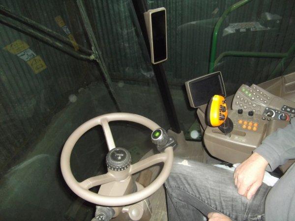le cockpit de la moissonneuse