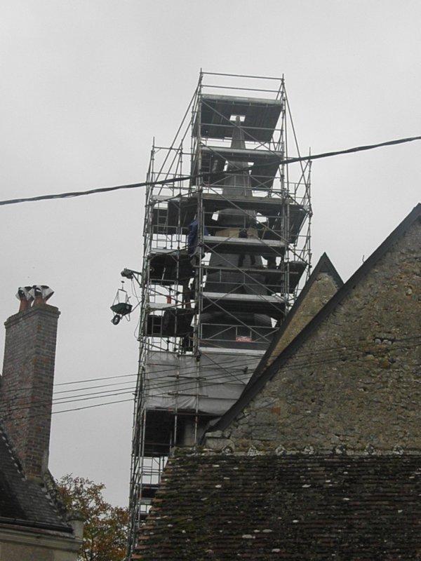 réparation du clocher dans le village à coté
