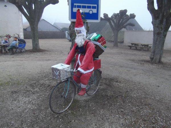 original ce père Noel en vélo