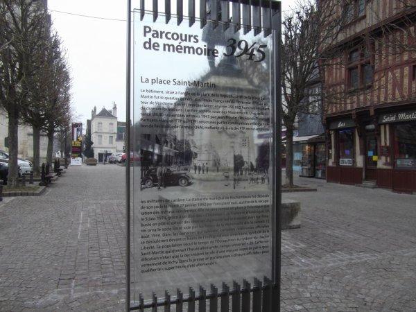 pour amis amateurs d'histoire --- stèle de la libération de Vendôme
