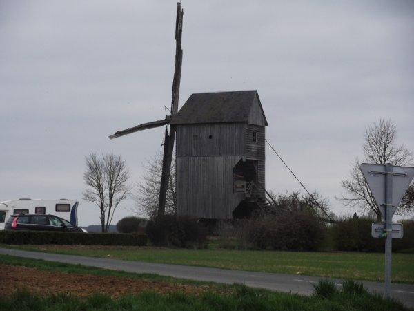 un moulin à la sortie Nord de Ouques