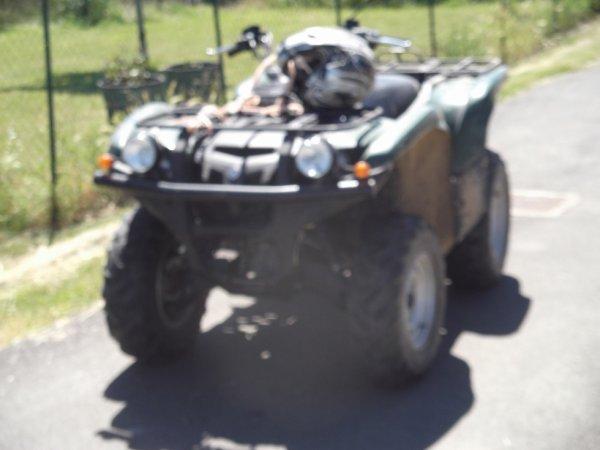 pour amateurs d'engins un quad agricole vu à St Cyr (du gaullt)