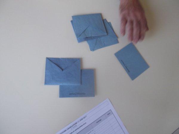 11 JUN les enveloppes sorties de l'urne