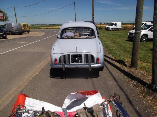 11 JUN une belle voiture devant mon vélo