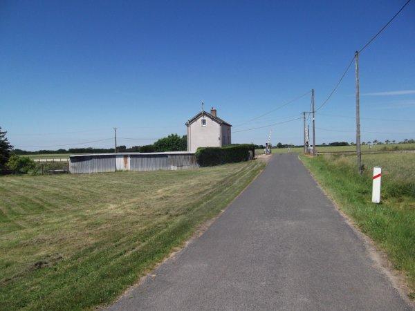 une habitation originiale maison de garde barrière ferroviaire